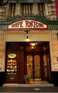 Éste es el Café Tortoni en Buenos Aires. Es muy viejo uno