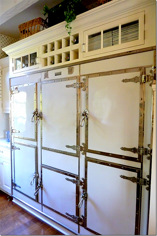 The Santa Barbara Home Of Carolyn Espley Miller A K A Slim Paley And Husband Dennis Miller Came With This Amazi Vintage Fridge Vintage Kitchen Home Kitchens