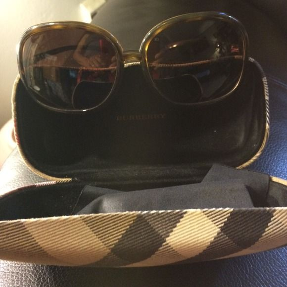 Price ReduceAuthentic Burberry sunnies Authentic Burberry sunnies series# (1102/13-62014-125) this glasses are in very good condition...FINAL PRICEno scratches Burberry Accessories Sunglasses