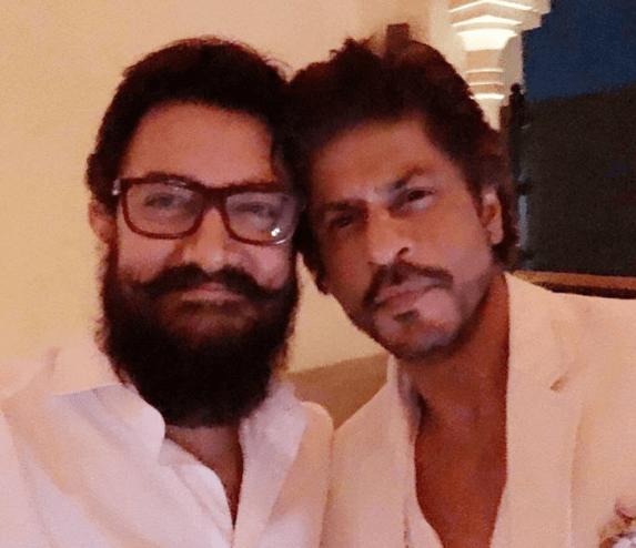25 सालों में पहली सेल्फी! आमिरशाहरुख खान में हुई दोस्ती