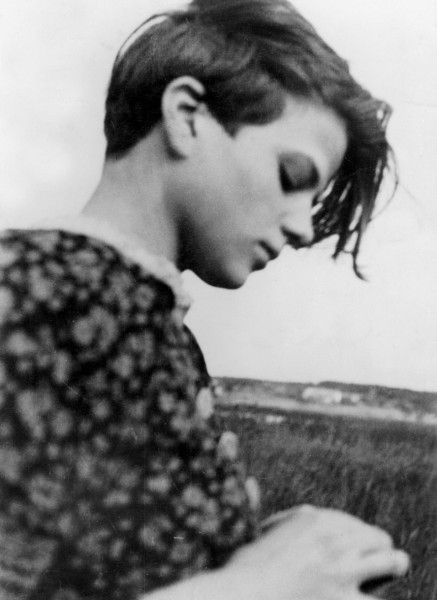 "picsofhistory: "" Sophie Scholl was a German woman executed by the Nazis for  distributing anti-Nazi pamphlets. Prison officials, in later describing the  ..."