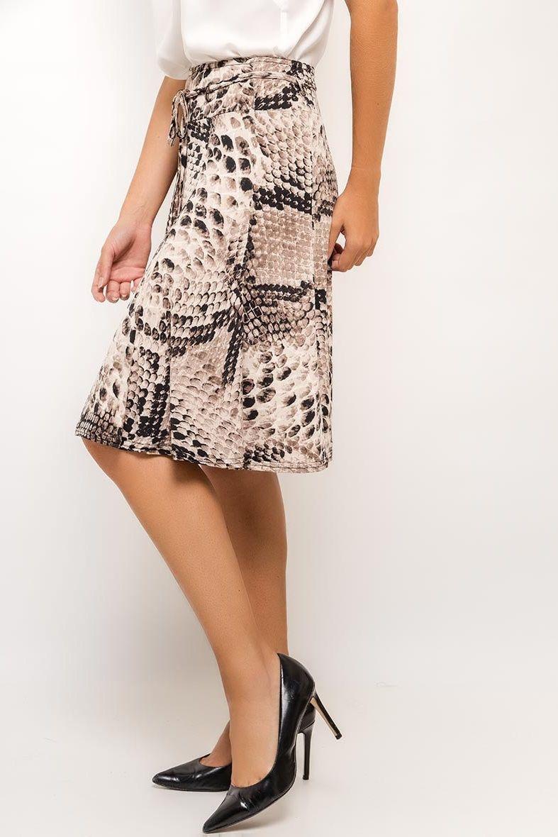 cc7a7ad36942 Stredne dlhá sukňa s hadím vzorom