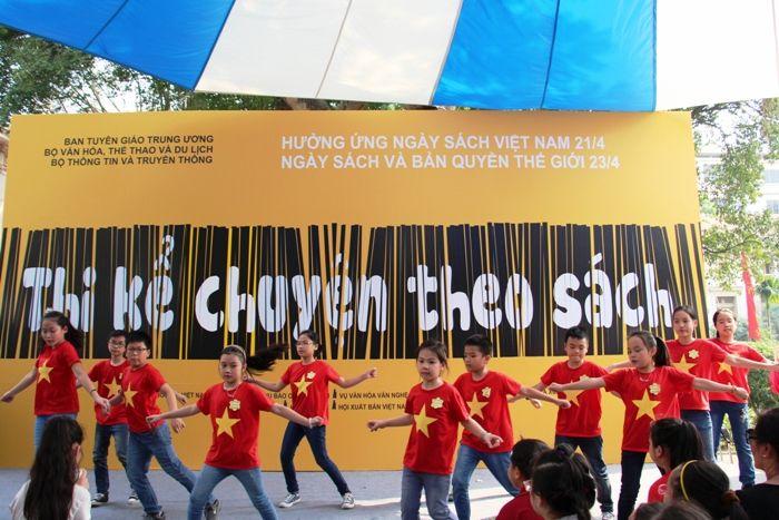 Mặc áo cờ đỏ sao vàng nhảy hiện đại - Hình 2