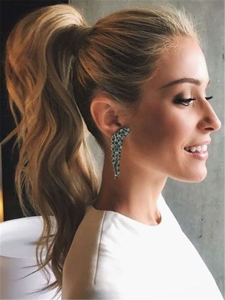 50 Glamorous And Trendy Ponytail Hairstyles For This Winter - Page 19 of 50 - Chic Hostess #promhairstyles