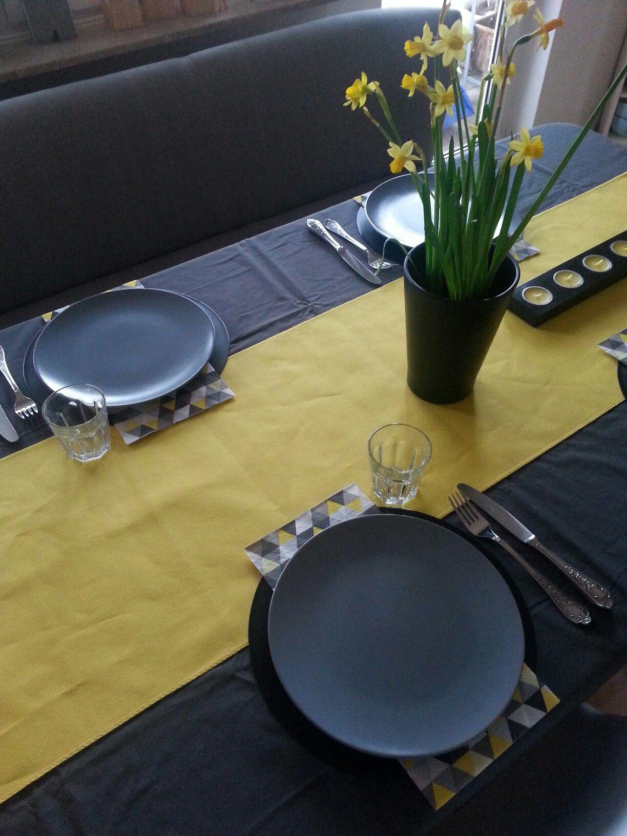 Frühling Narzissen schwarz grau gelb Dinera Solingen