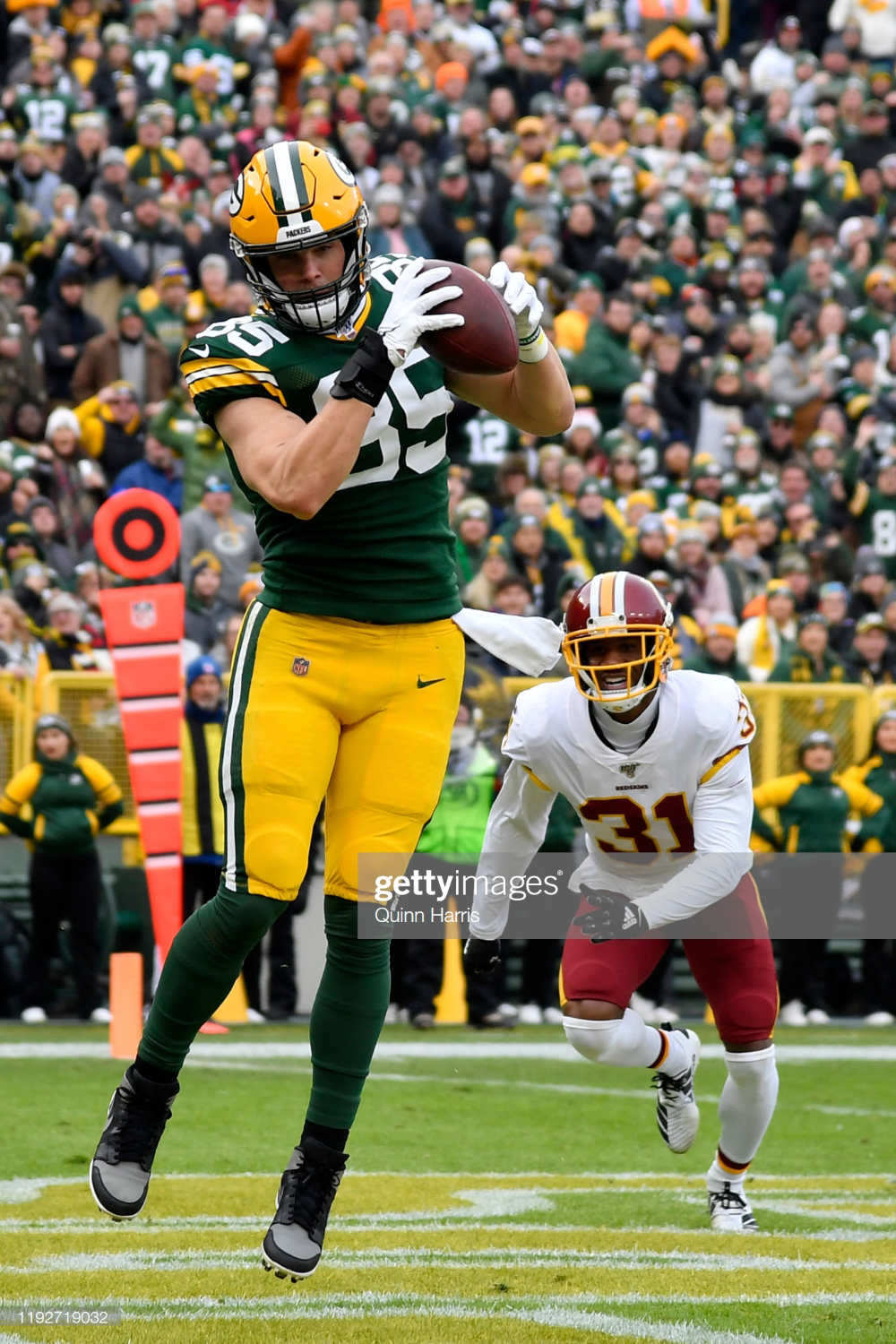Robert Tonyan Of The Green Bay Packers Catches The Football For A Green Bay Packers Football Green Bay