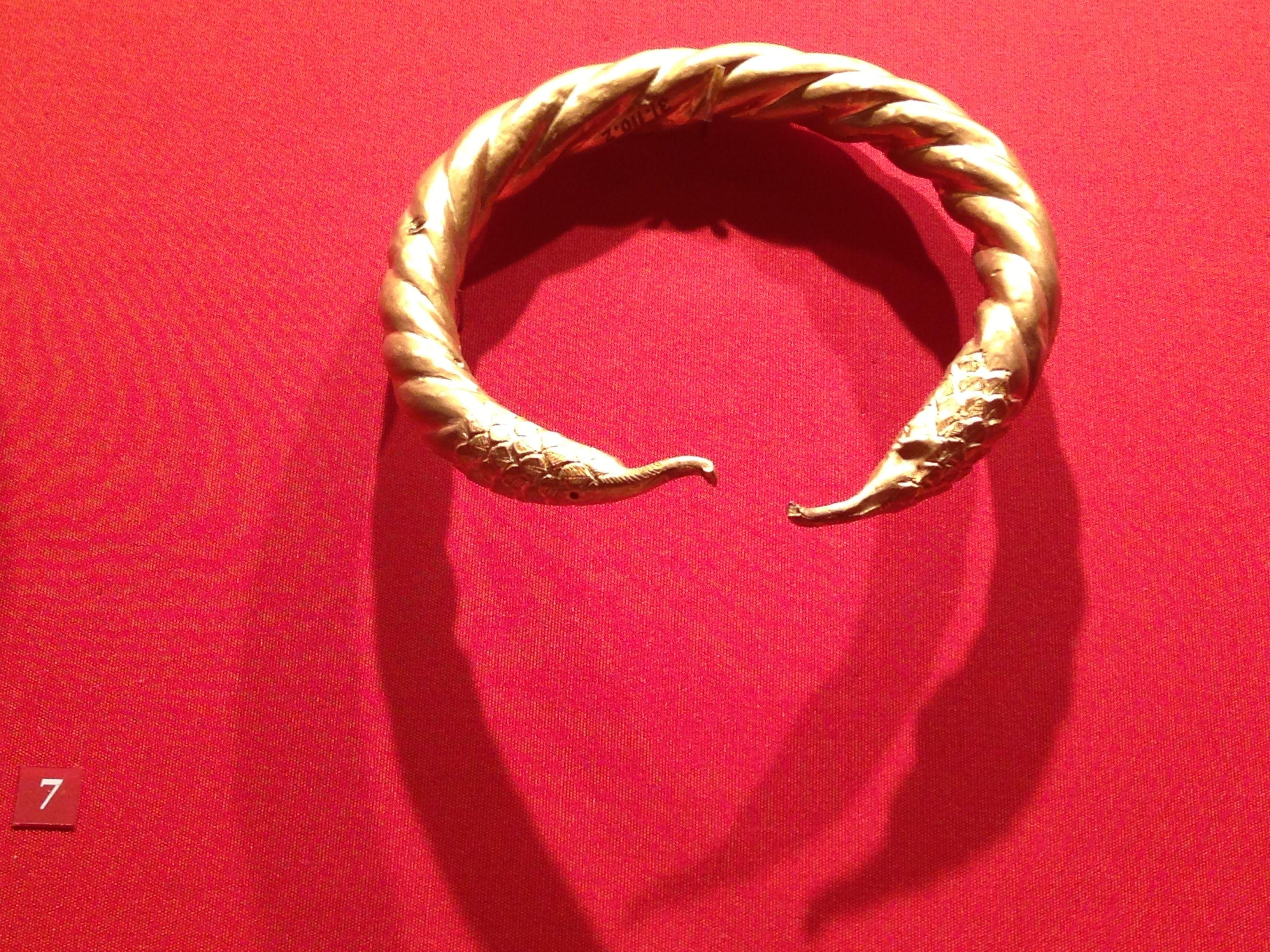 Greek bracelet, metropolitan museum