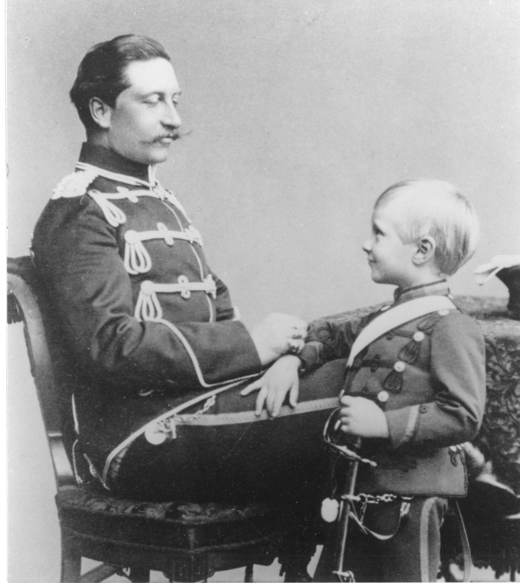 Kaiser Wilhelm II mit seinem Sohn, um 1892