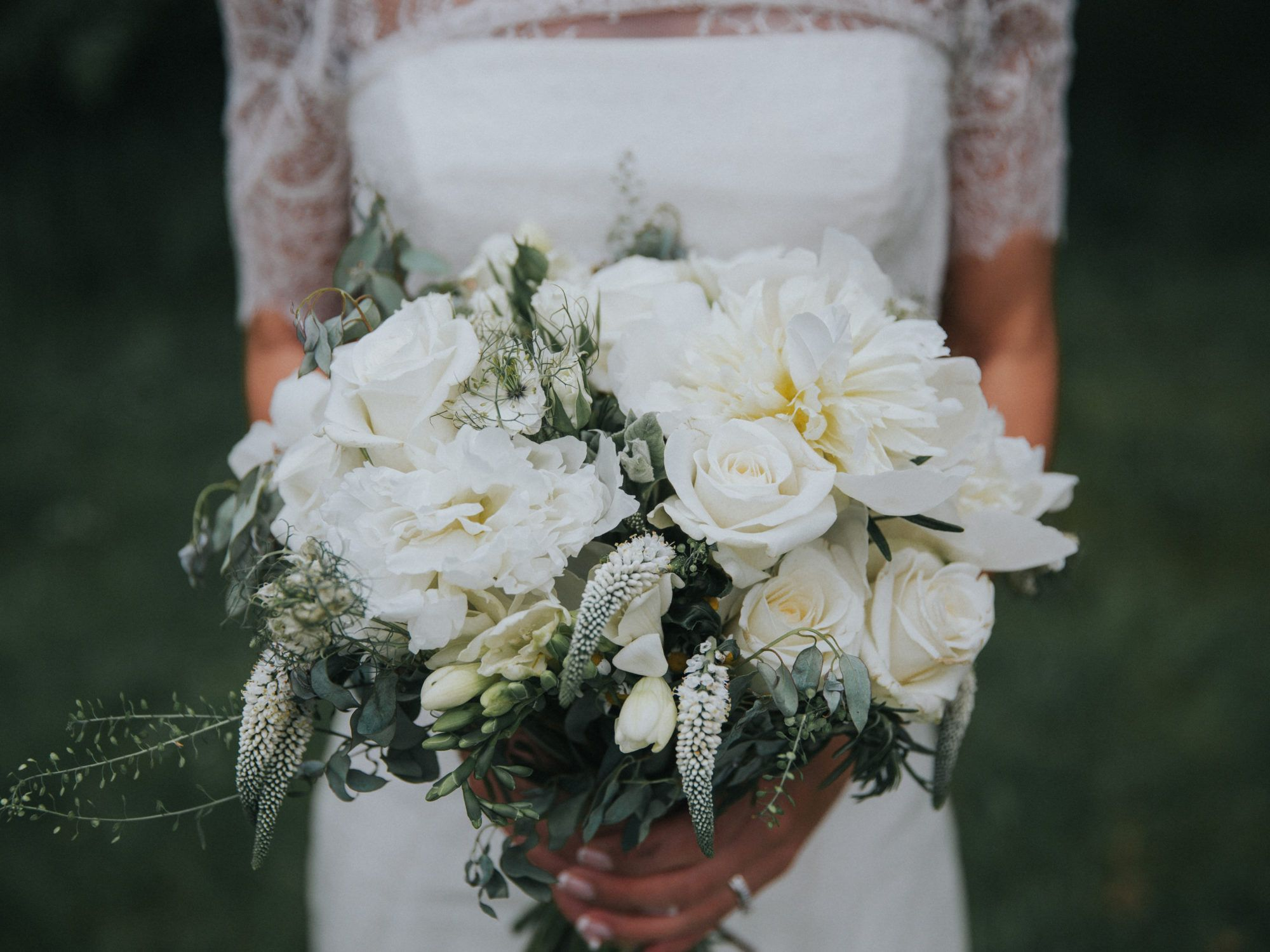 Botanical White And Green Bouquets Are Very Trendy Sam Tom By