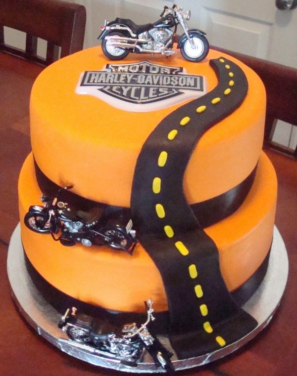 Harley Davidson Cake.................I MUST learn to make this one!