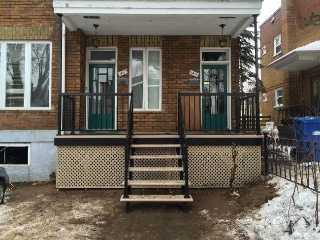 projet de patio fibre de verre cl en main avec escalier rampes et treillis patios. Black Bedroom Furniture Sets. Home Design Ideas