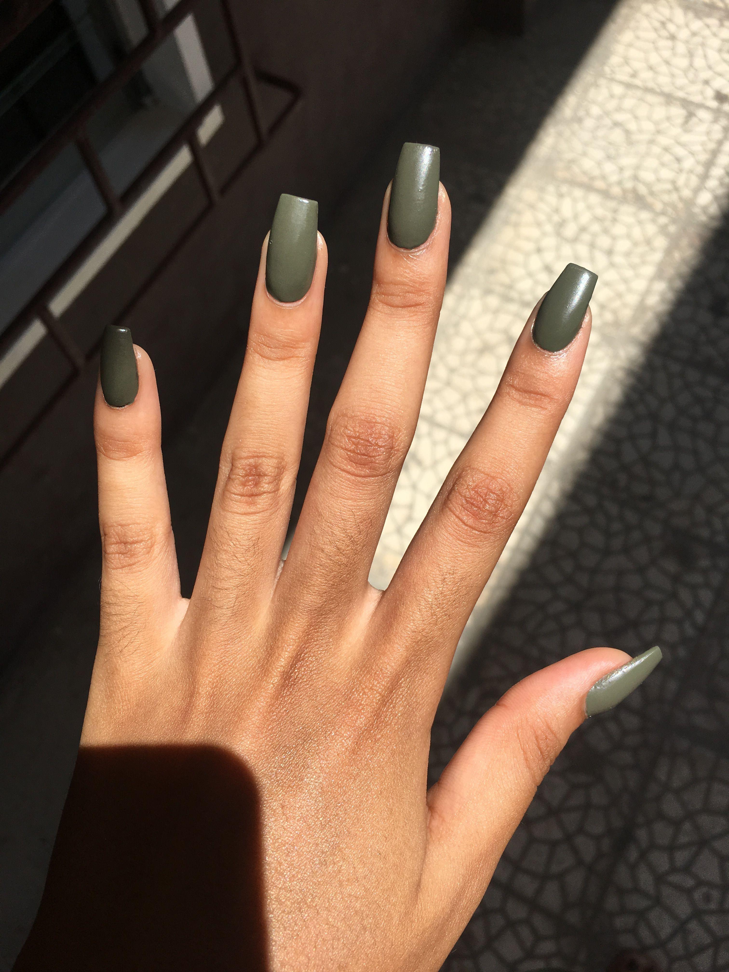Green matte short coffin acrylic nails AcrylicNailsIdeas