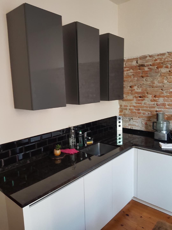 Cuisine Design Bois Chene Blanc Strille Poignee Profil Alu Plandetravail Granit Granite Noir Mur En Briqu Meuble Cuisine Cuisines Design Cuisine Haut De Gamme