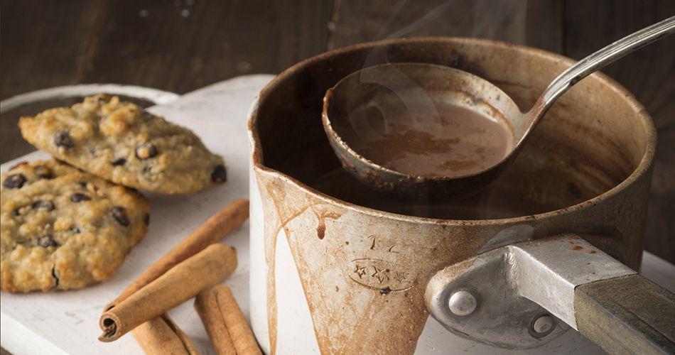 Υπέροχη συνταγή για ζεστή σοκολάτα από τον Άκη Πετρετζίκη. Βρείτε την συνταγή…