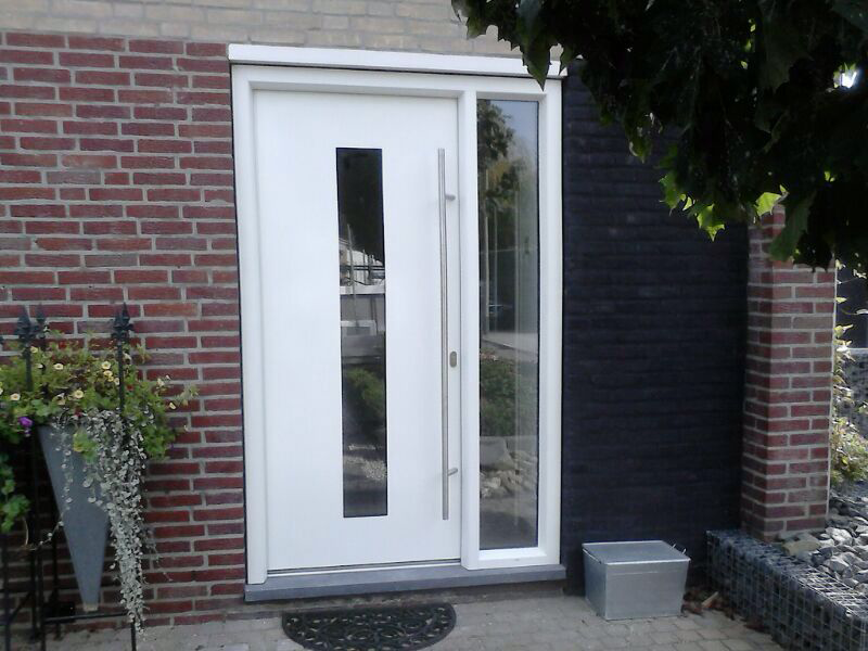 Strakke kunststof voordeur met zijlichten google zoeken for Holland deuren service
