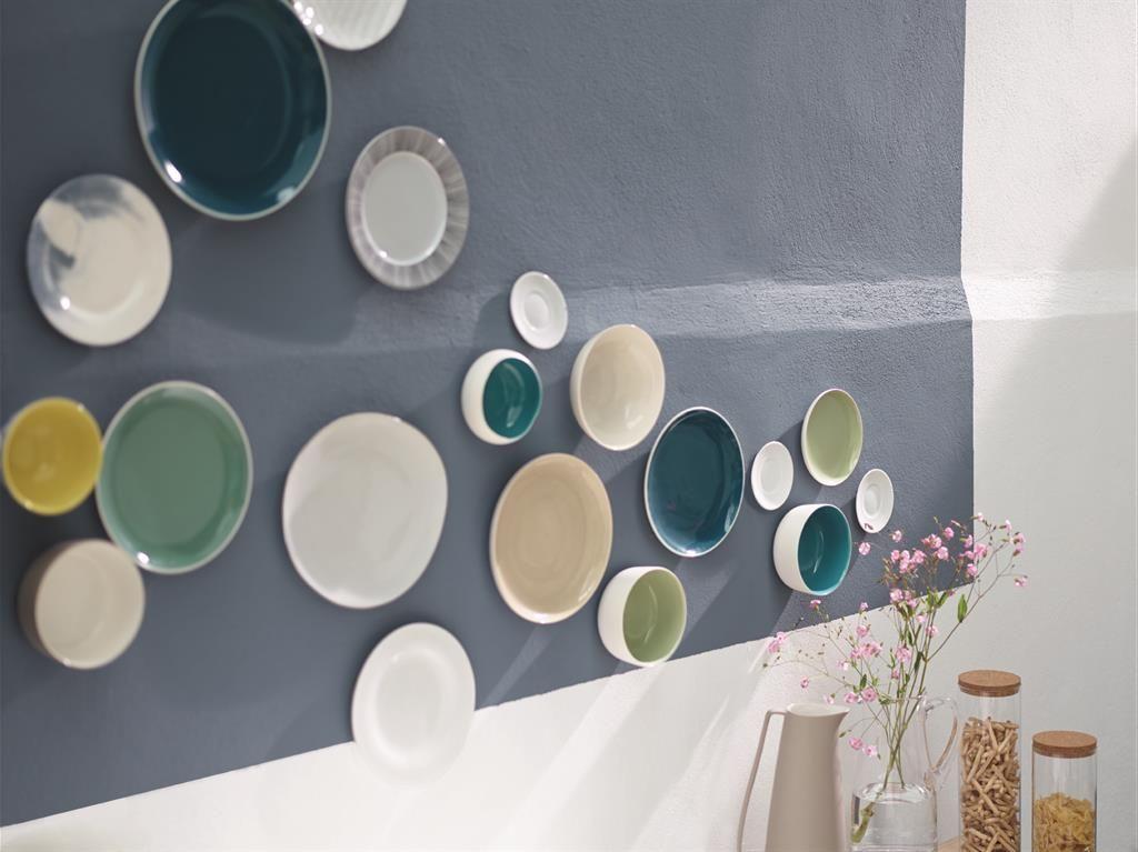 Décor mural fait d\'assiettes dépareillées | Restaurant | Pinterest ...