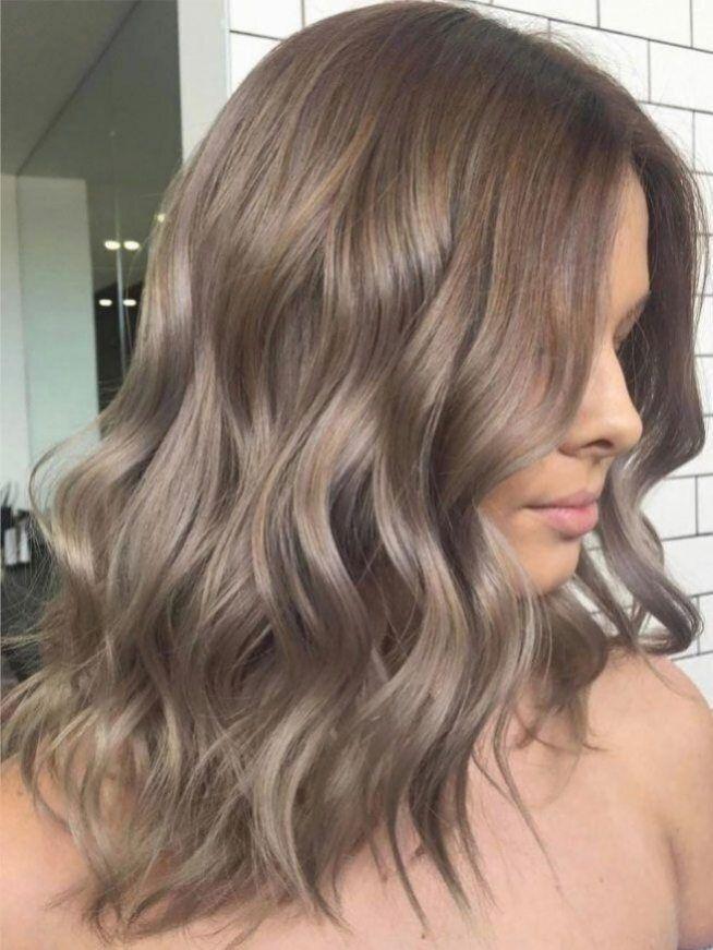 Schöne hellbraune Haarfarbe für einen neuen Look.