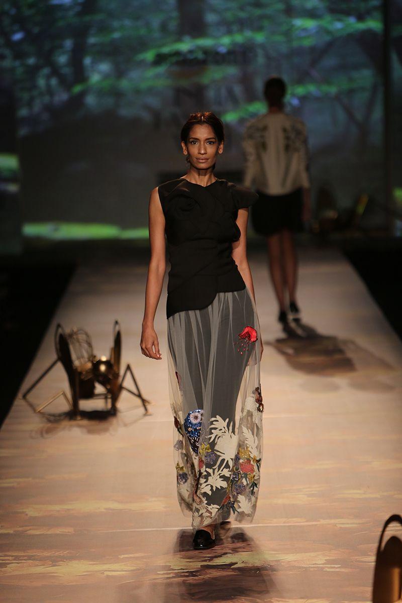 By designer Varun Bahl. Shop for your wedding trousseau, with a personal shopper & stylist in India - Bridelan, visit our website www.bridelan.com  #Bridelan #bridelanindia #VarunBahl #amazonindiafashionweek #amazonfashionweek2016 #autumnwinter