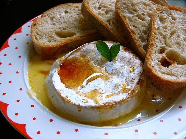 How To Bake Brie | Recipes From Scratch by Homemade Recipes at http://homemaderecipes.com/cooking-101/how-to/how-to-bake-brie/