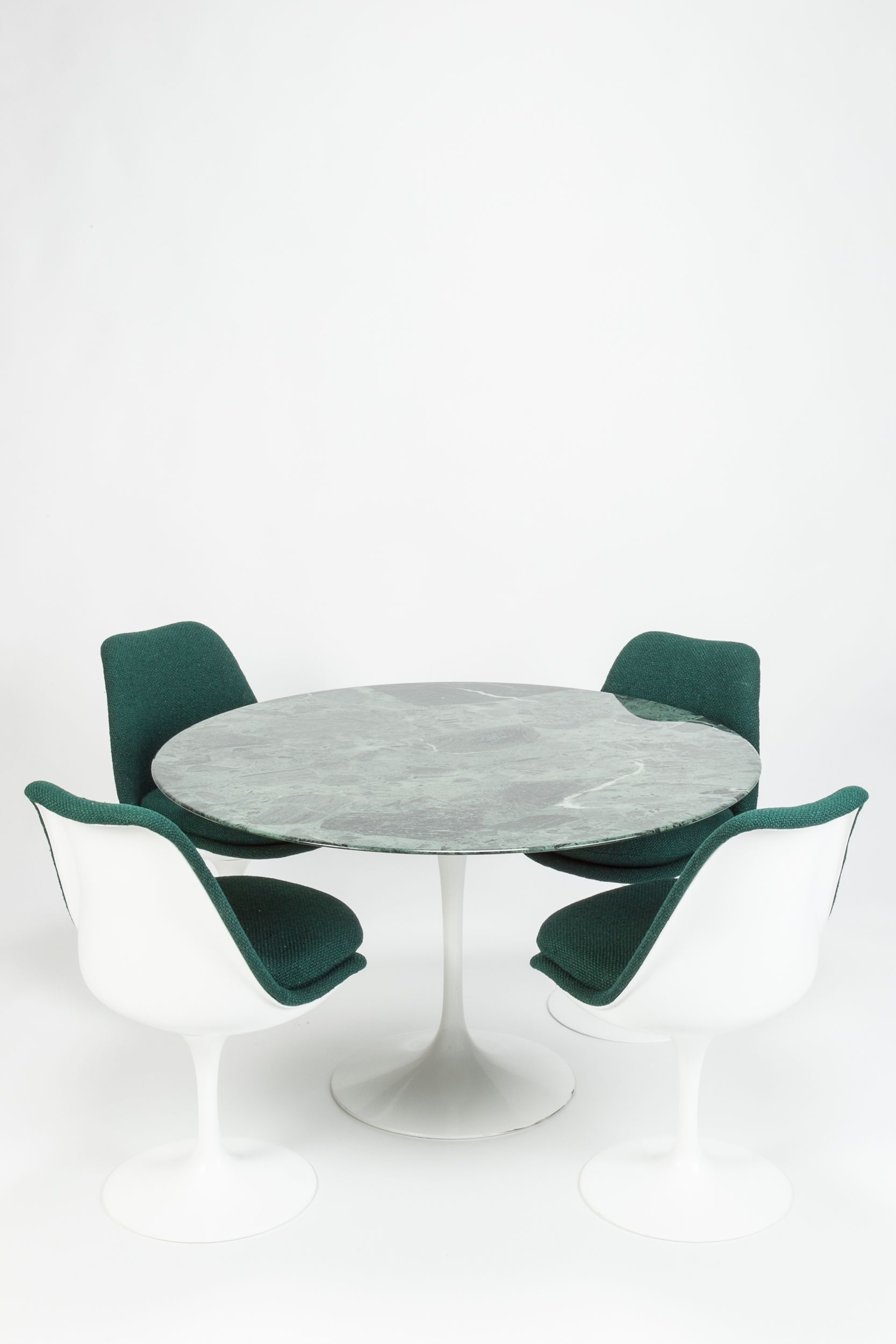 Saarinen Ensemble Marmor Grun Okay Art In 2020 Eero Saarinen Dining Table Marble Table Marble Tables Design