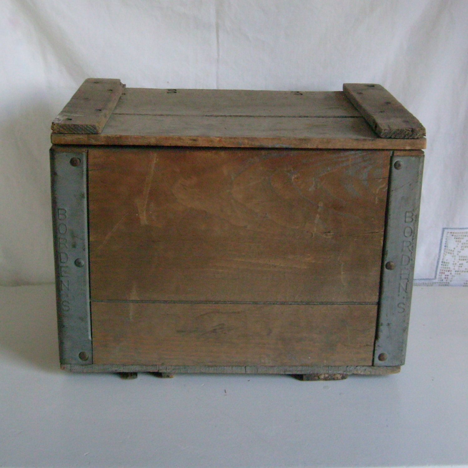 Vintage Milk Box Wood And Metal Bordens Dairy By The Cesco Container Co With Lid Milk Box Wood And Metal Milk Crates