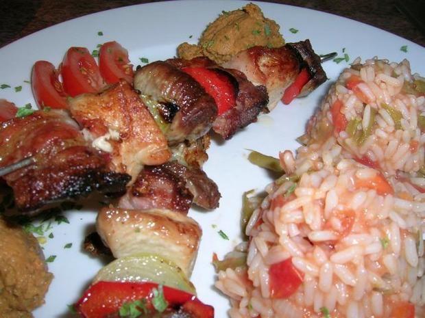 Raznjici - serbische Fleischspieße nach unserer Art mit Djuvec-Reis ...