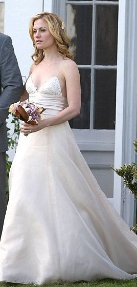Anna Paquin In The Romantics In Amsale Tips For Wedding Dress