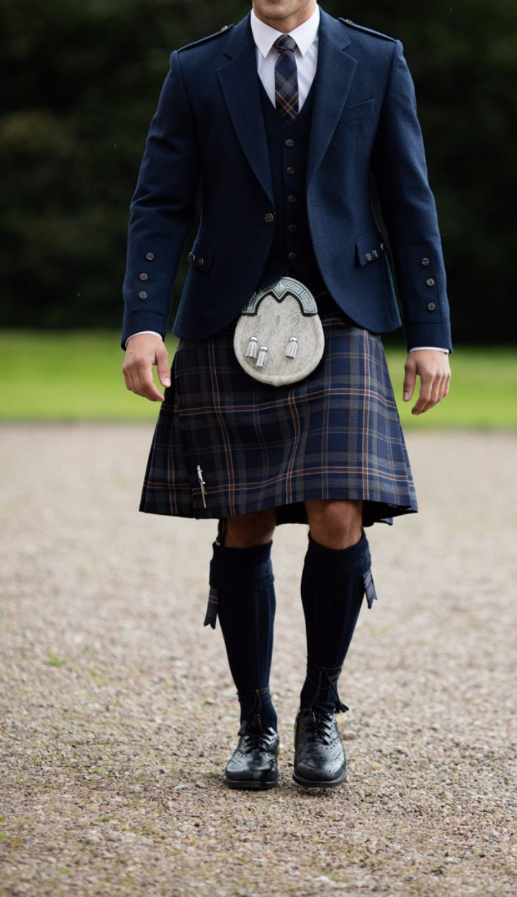762b400985c3 We recommend pairing the kilt with its Arran Navy counterpart jacket and  waistcoat, made of a soft blue tweed wool.