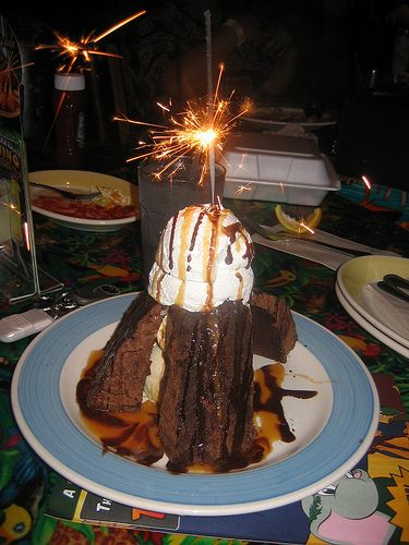 Sparkling Volcano Dessert Rain Forest Cafe Must Get This Rainforest Cafe Cafe Food