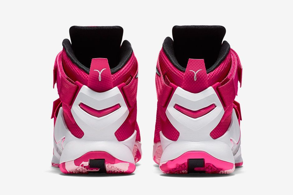 hot sale online 67ac1 c3b07 Lebron Soldier 9