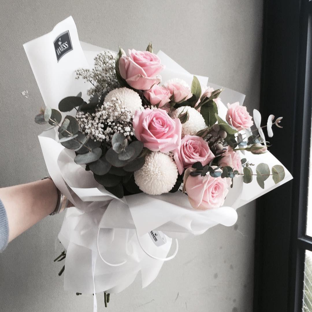 """플로리스트 이주연 florist Lee Ju Yeon on Instagram: """"주문 레슨문의 Katalk ID vanessflower52 #vanessflower #vaness #flower #florist #flowershop #handtied #flowergram #flowerlesson #flowerclass #바네스…"""""""