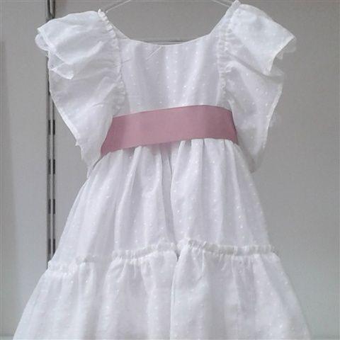 Vesitdo de plumeti blanco y lazo en color rosa.  Cubete´s Kids - www.cubeteskids.es