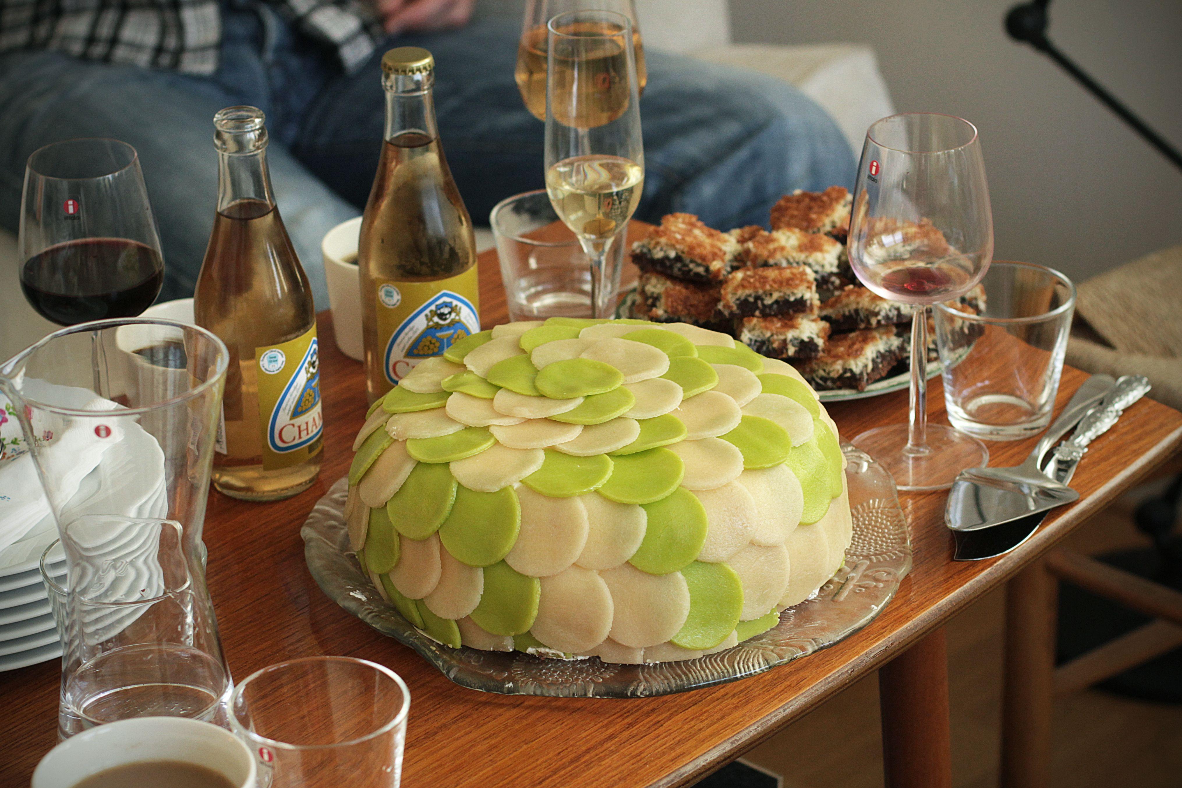 tårtor cakes design architecture shingles spån marzipan gateau party kalas tårta cake frosting champis