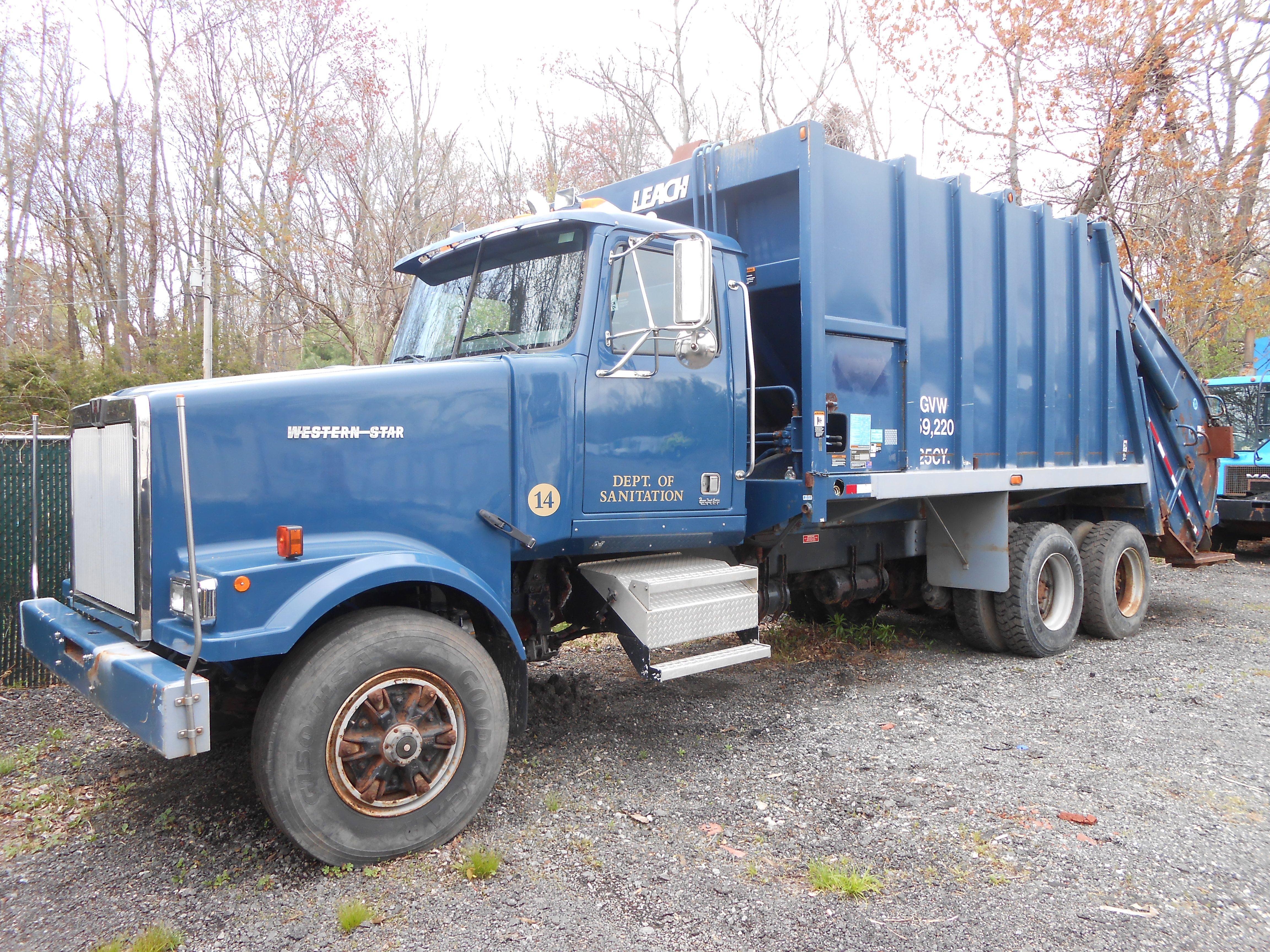 2001 Western Star With A 25 Yard Leach Packer Western Star Trucks Garbage Truck Trucks