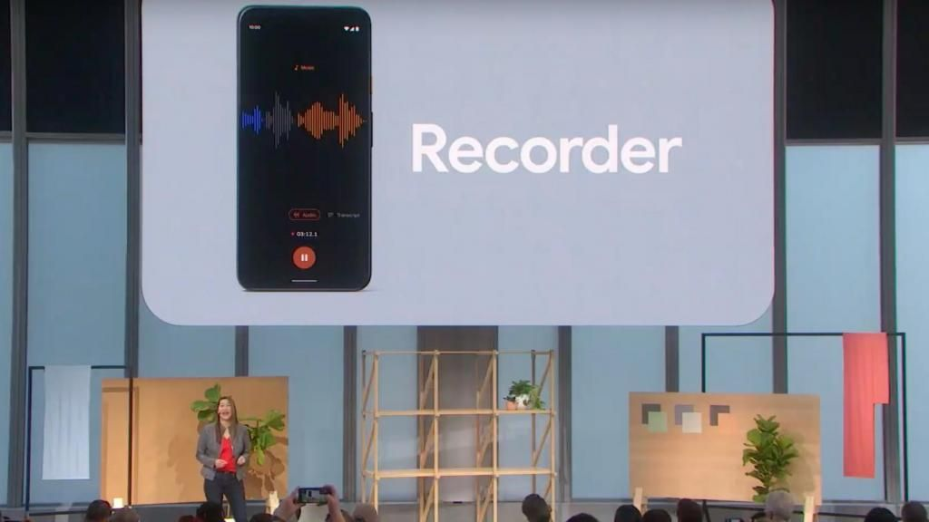 Digital voice recorder that transcribes to text