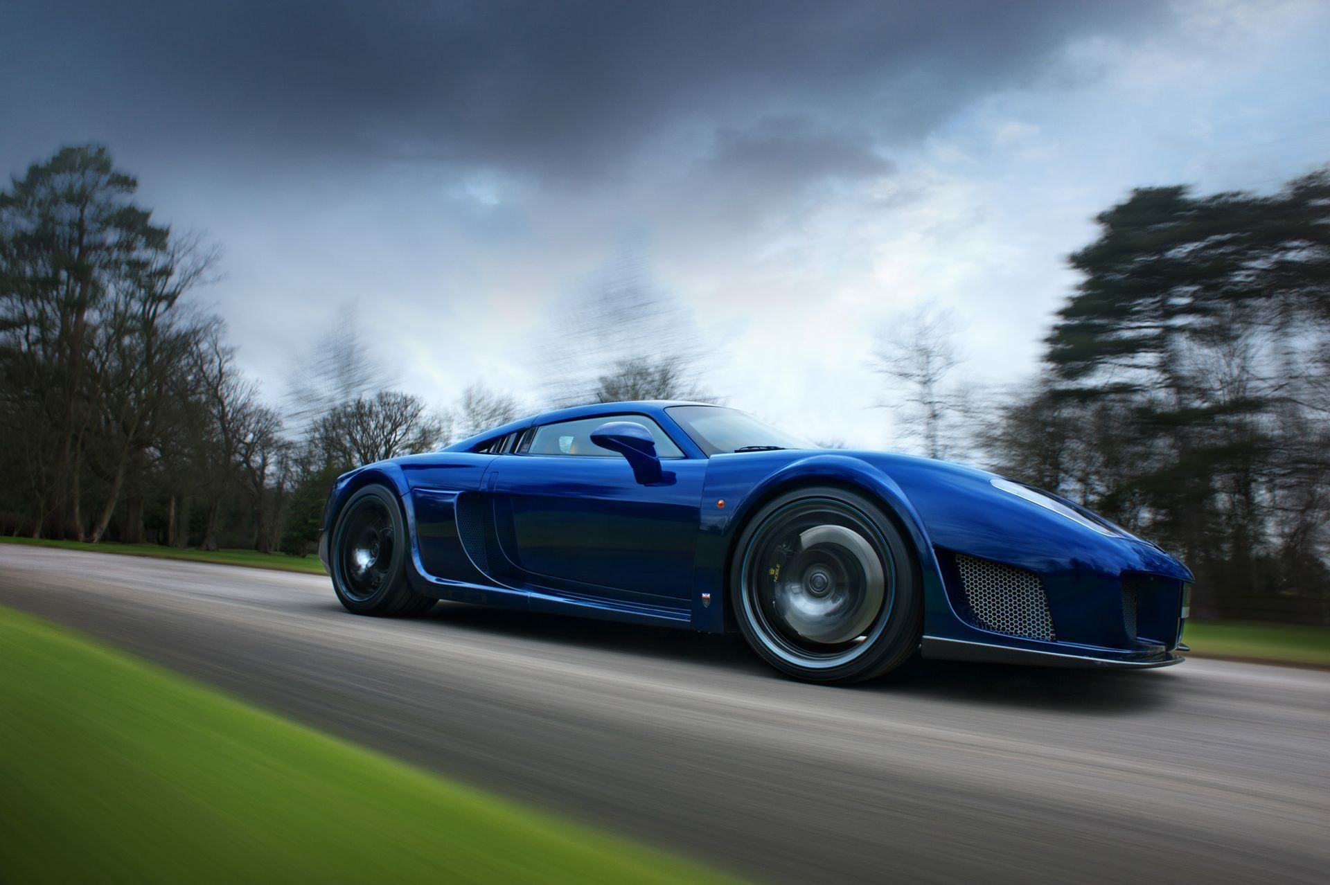 Your Ridiculously Cool Blue Carbon Fiber Noble M600