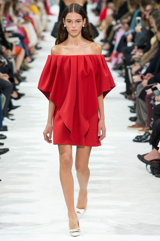 Valentino Spring 2018 Ready-to-Wear Fashion Show Collection ... 23da69cfb18