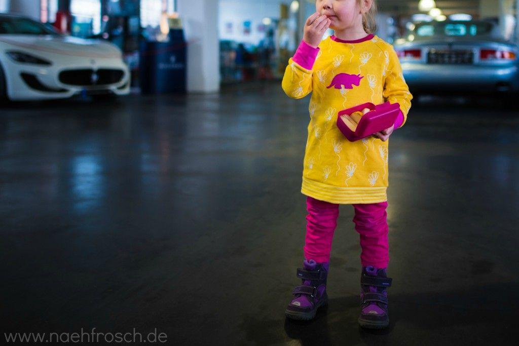 Nähfrosch Flying Blossom Interlock in gelb mit Blumen von Astrokatze Stickdatei Dino Triceratops Silhouette von Lollipops for Breakfast Schnittmuster Raglanshirt von Klimperklein Nähen für Kinder Sticken Autoausstellung Klassikstadt Frankfurt am Main