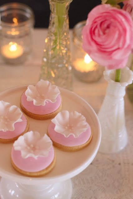 Delicate and pretty flower cookies