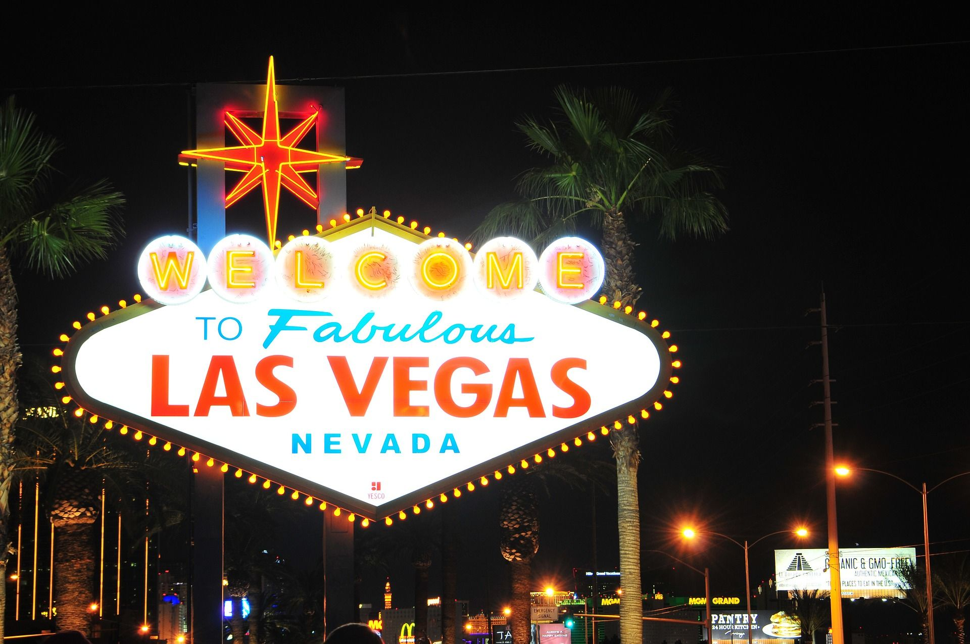 11 Helpful Las Vegas Tips For The First Time Visitors All She Things Las Vegas Tips Las Vegas Las Vegas Trip Planner
