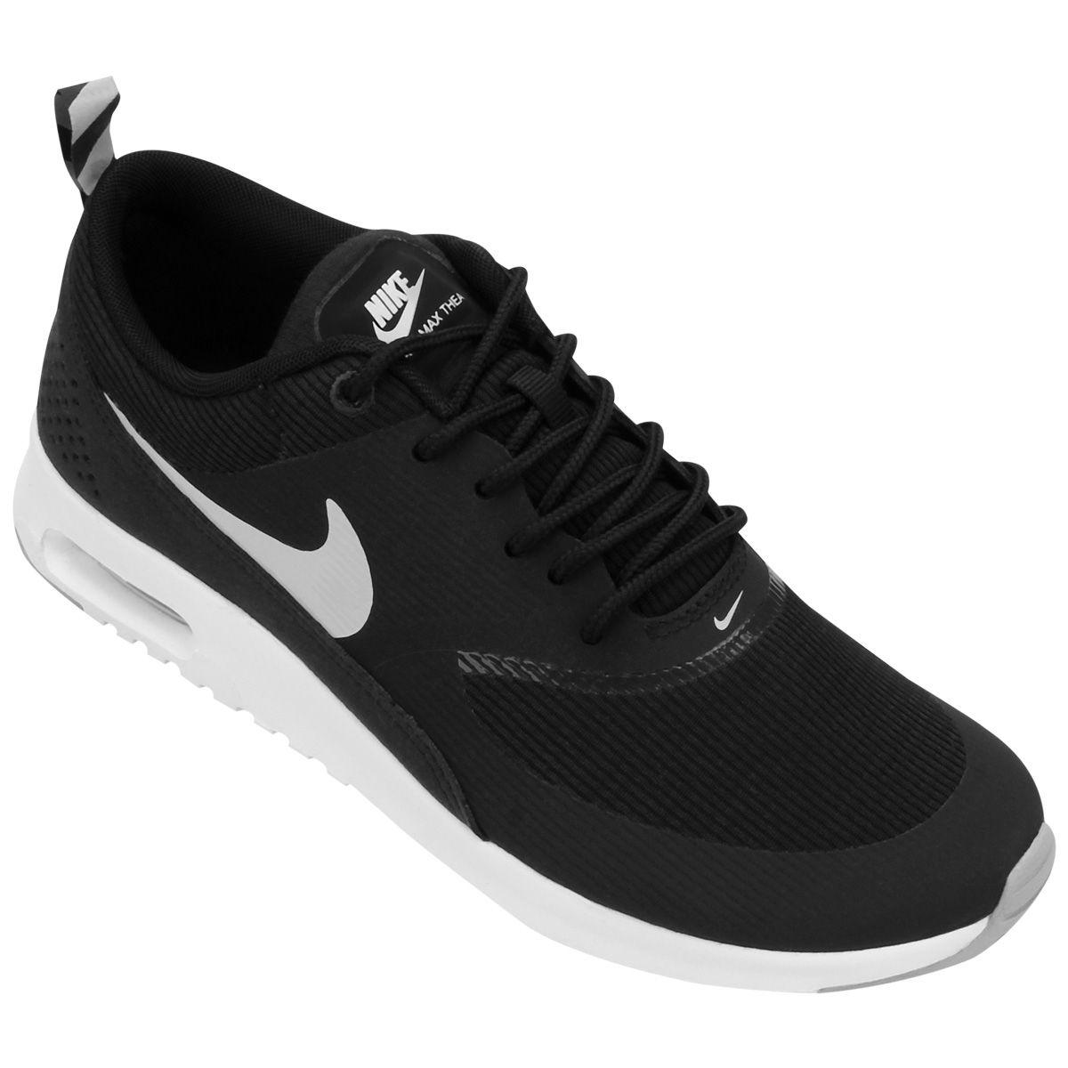 3107abee318 Com o Tênis Nike Air Max Thea Preto e Branco quem dita tendências e esbanja  conforto