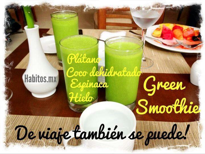 Green smoothie guineo, coco y espinaca