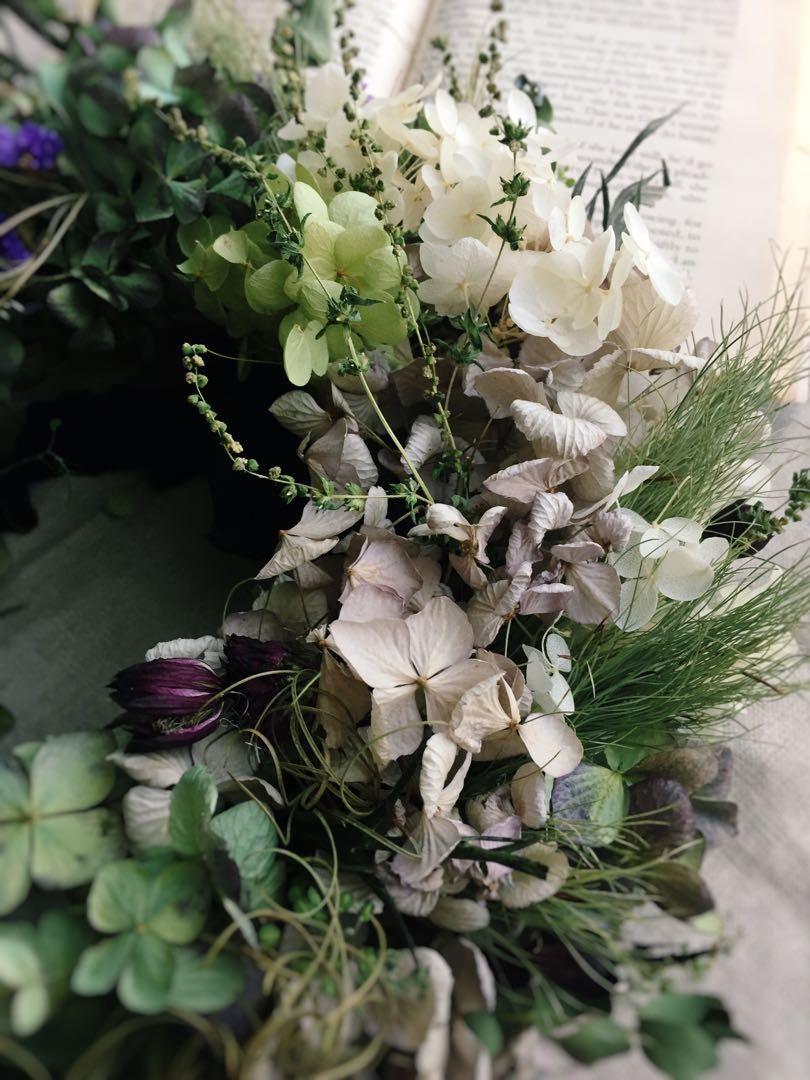 メルカリ 淡い風合い 秋色紫陽花とアナベルのアンティーク フライングリース ドライフラワー フラワー ガーデン 5 000 中古や未使用のフリマ 紫陽花 ブーケ 花 リース