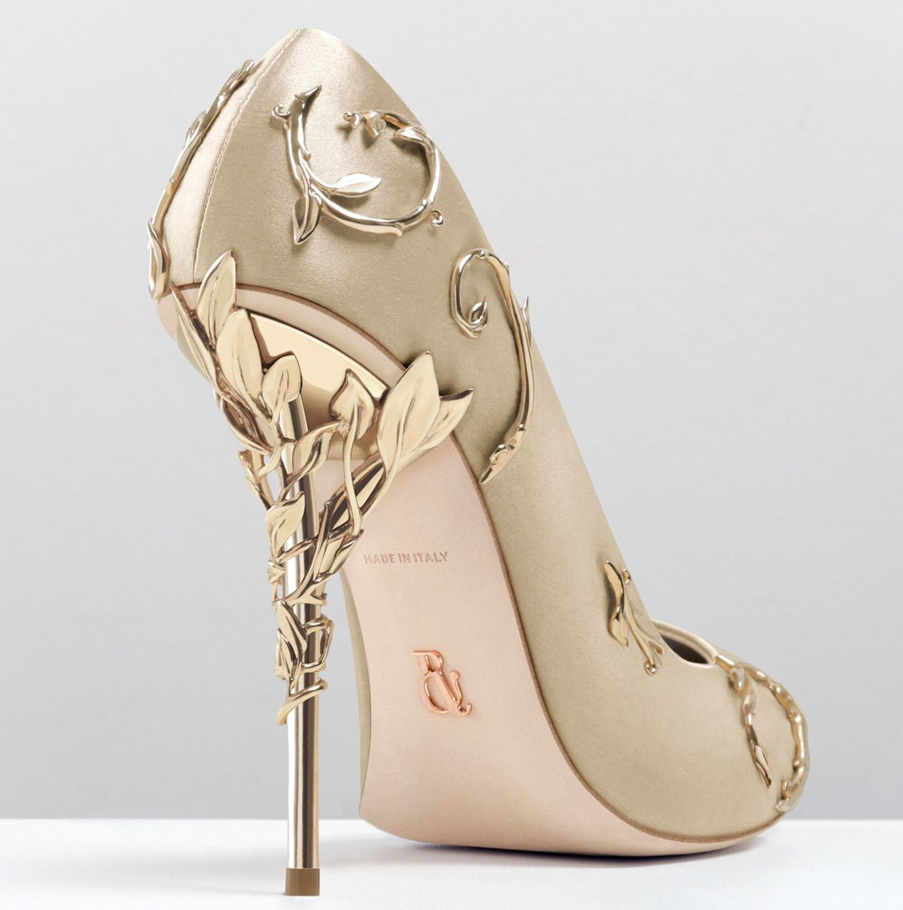 With ornamental filigree leaves spiraling naturally up the heel, the gold  satin Eden pump harks back to the beauty and perfection of a lost paradise.