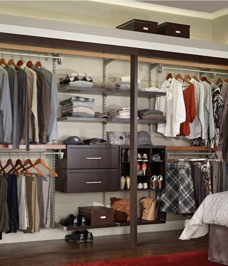 homme et femme cohabitent dans le dressing wardrobe dressing. Black Bedroom Furniture Sets. Home Design Ideas
