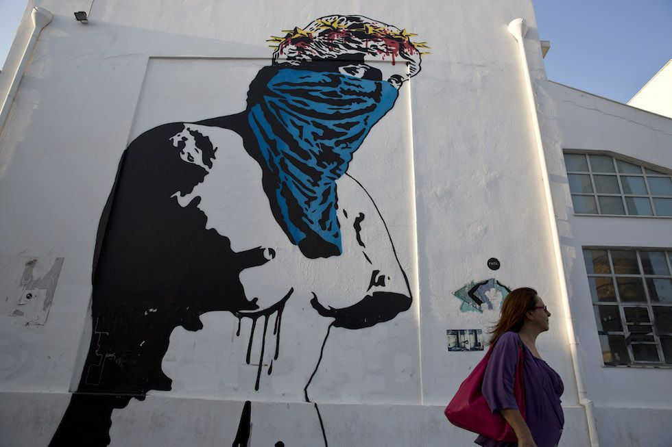 La crisi greca raccontata dai murales realizzati nelle strade di Atene