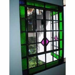 Ventana hierro vidrio repartido en for Puertas de madera y hierro antiguas