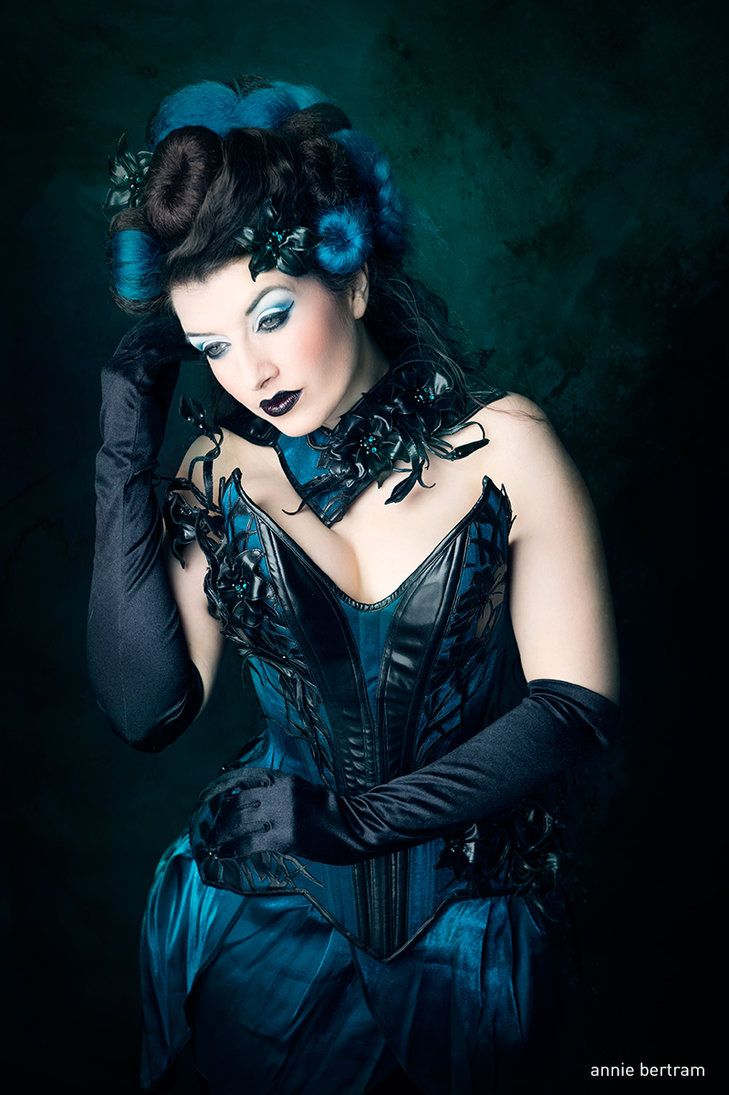 Photo: Annie-Bertram Outfit: Royal Black Couture & Corsetry Model, hair & make-up: me