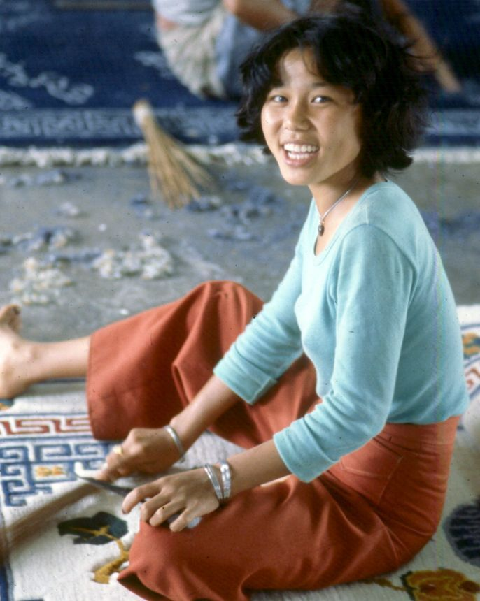 Tibetan Rug Weaver Trimmer In Bylakuppe South India She Had My Friend And