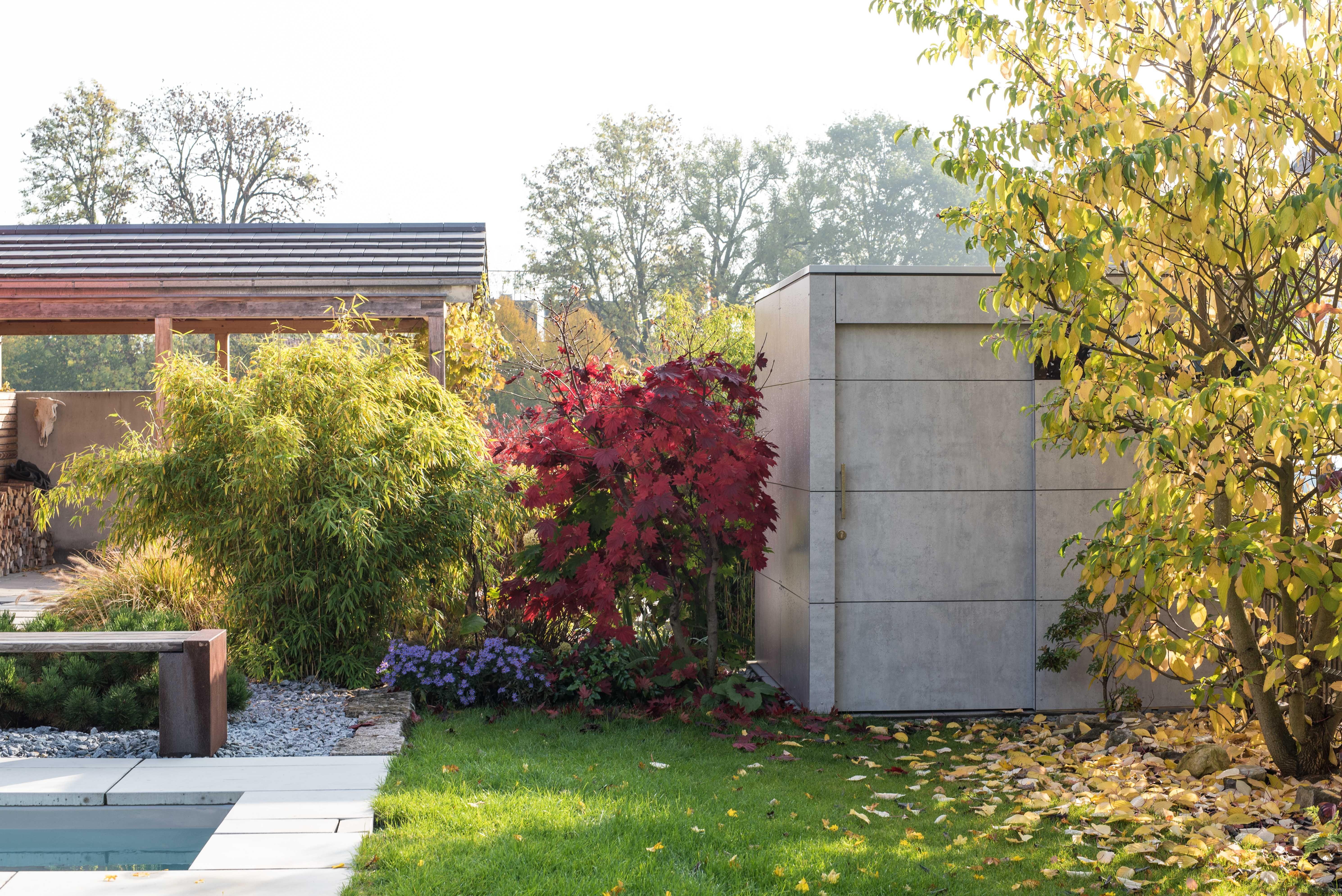 moderner Garten mit Gartenhaus Ausstellung design